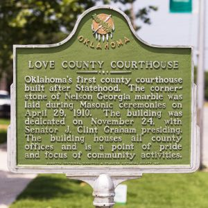 Love-County-Courthouse-01020W.jpg