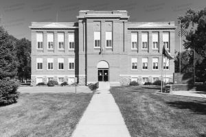 Former-Hanson-County-Courthouse-01003W.jpg