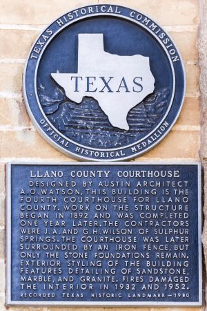 Llano-County-Courthouse-01012W.jpg