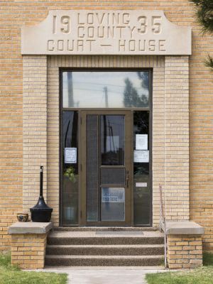 Loving-County-Courthouse-01019W.jpg