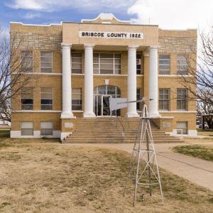 Briscoe-County-Courthouse-01001W.jpg