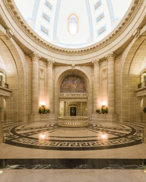 Manitoba-Legislative-Building-01067W.jpg