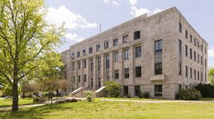 Wabaunsee-County-Courthouse-01002W.jpg
