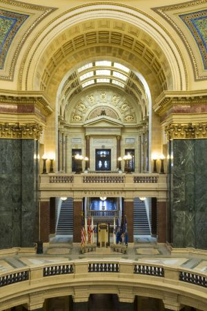 Wisconsin-State-Capitol-1112.jpg