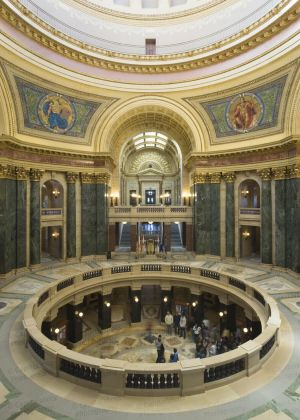 Wisconsin-State-Capitol-1116.jpg