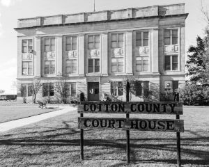 Cotton-County-Courthouse-01006W.jpg