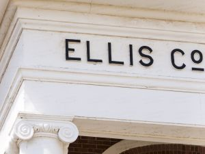Ellis-County-Courthouse-02011W.jpg