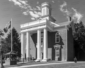 Bland-County-Courthouse-01004W.jpg