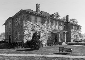 Stone-County-Courthouse-01002W.jpg