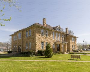 Stone-County-Courthouse-01003W.jpg