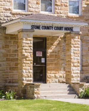 Stone-County-Courthouse-01008W.jpg