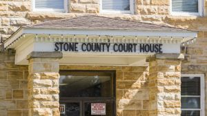 Stone-County-Courthouse-01009W.jpg