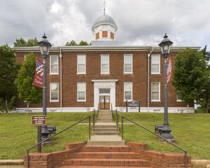Historic-Dickson-County-Courthouse-01002W.jpg