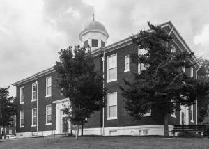Historic-Dickson-County-Courthouse-01006W.jpg